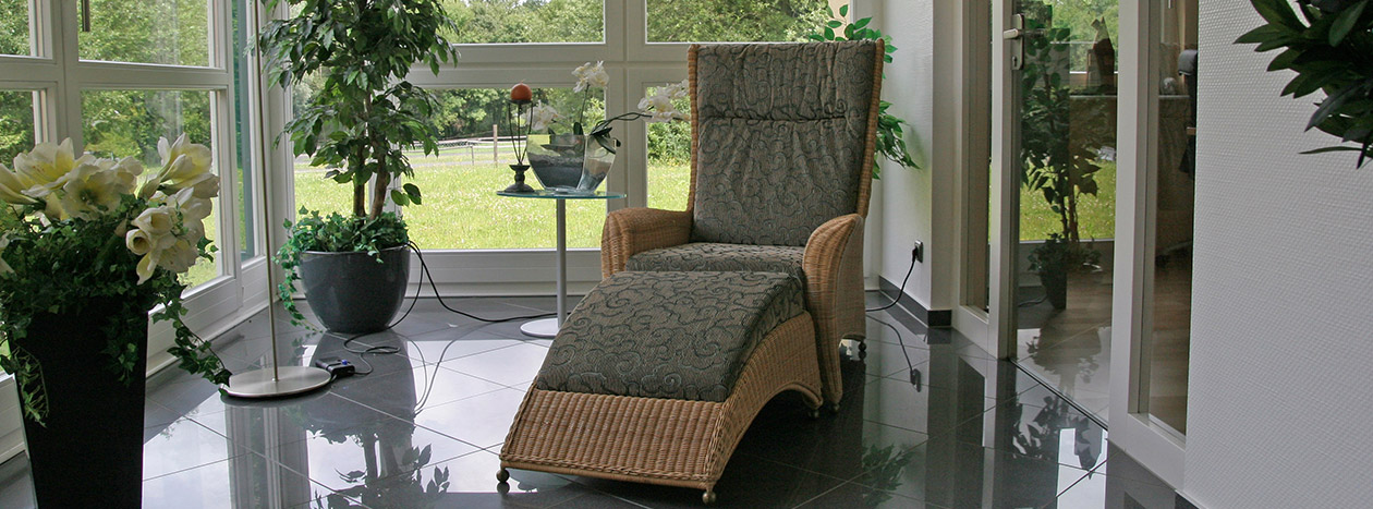 ausbau treppe paneel holz bauer. Black Bedroom Furniture Sets. Home Design Ideas
